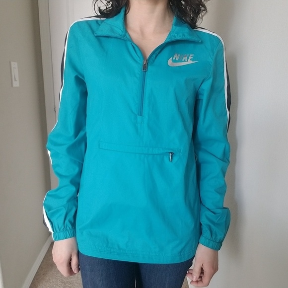 421a1a8fb7dc Nike Pack-able Windbreaker Jacket in Blue XS. M 5a8c1db0fcdc310d422f860e